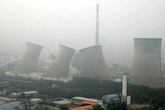 淮北:火力發電廠3座冷卻塔成功爆破拆除
