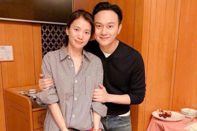 袁咏仪否认夫妻吵架:检讨走路速度 不离老公太远