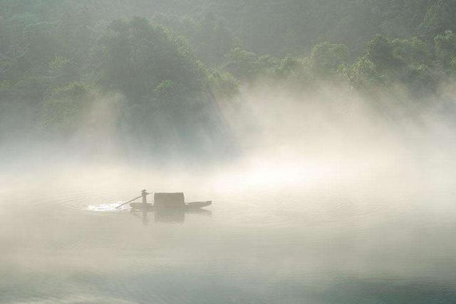 安徽多地出现大雾天气