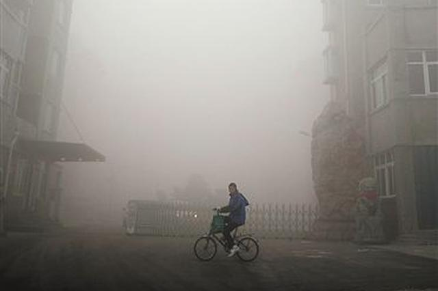 安徽:多地浓雾笼罩  多条高速一级管制