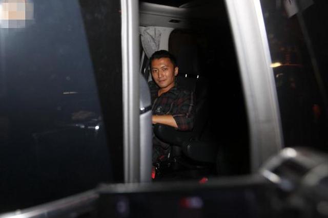 传张柏芝与新加坡富商交往 谢霆锋:我不知道