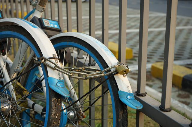 """共享单车变""""私家车""""一男子私占共享单车长达俩月"""