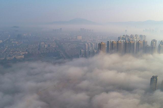 庐江现平流雾美景 城市若隐若现如仙境