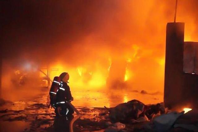 棉纺厂失火中队迅速出动 扑救7小时
