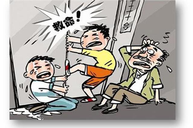 15人被困电梯 民警及时救助