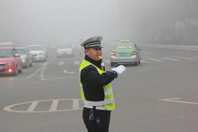"""芜湖交警""""十件事"""" 保市民平安出行"""
