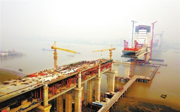 商合杭铁路芜湖长江公铁大桥钢梁架设过半