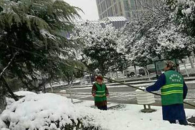 宿州园林部门及时清除积雪