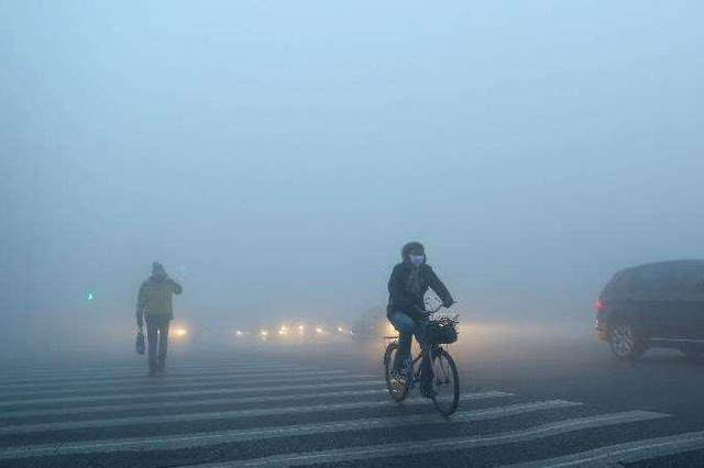安徽:强浓雾天气  18条高速受影响