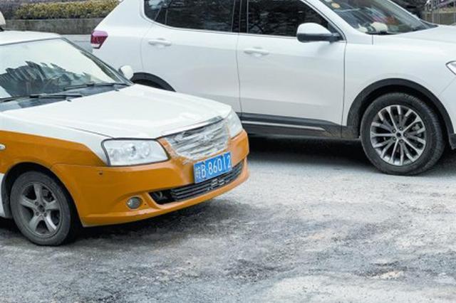 路面坑洼影响出行 年前修好保障市民通行