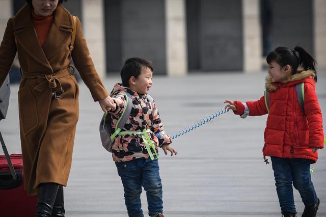 直击春运首日:合肥火车站迎来众多回家旅客