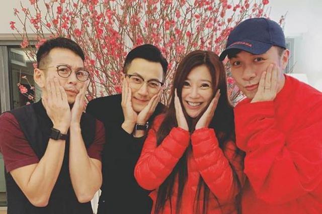 离婚后第一个春节 刘恺威和好友聚会桃花下展笑颜