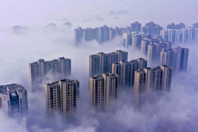 安徽庐江:大年初一现平流雾 城区美如仙境