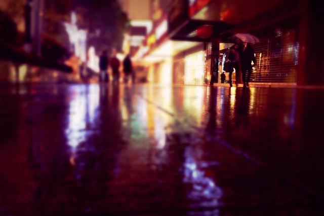 古稀老人初二走失  民警雨夜寻找将老人送回家