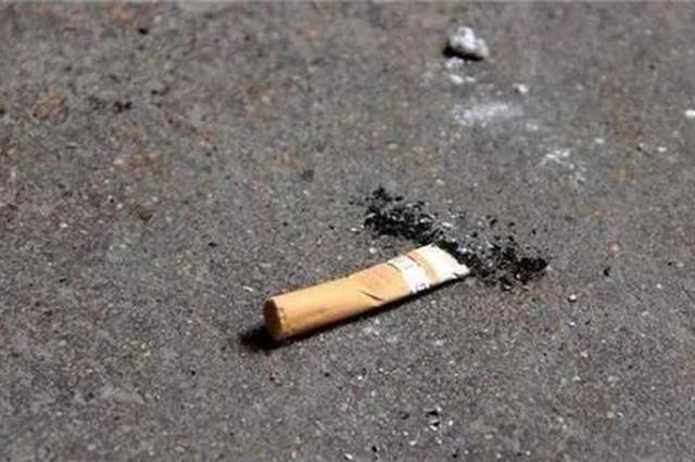 捡拾烟头有奖励 滁州城管出妙招