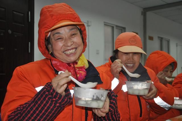 合肥市庐阳区城管委为全区环卫工人赠送汤圆