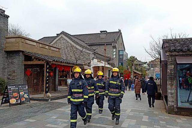 合肥1400多名消防员守护元宵节消防安全