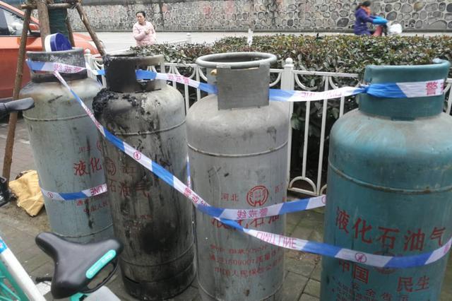 合肥青阳路一主题餐厅煤气罐爆燃