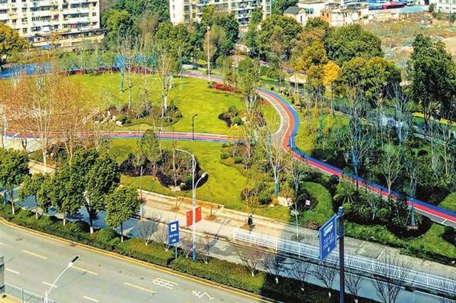 芜湖镜湖区赭麓公园新添彩色跑道