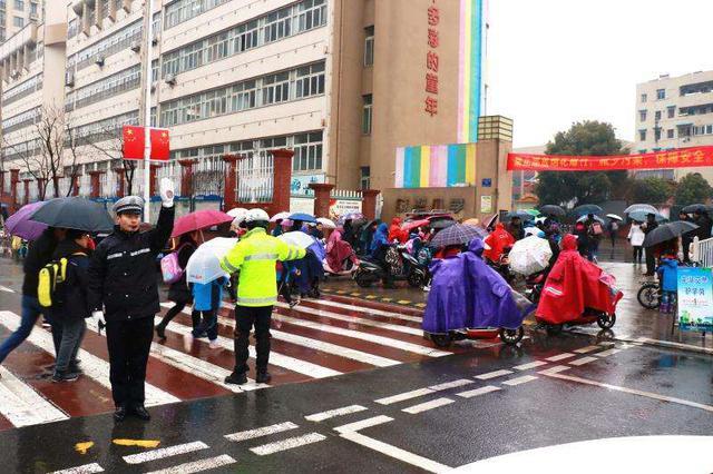 芜湖警方采取切实措施维护校园开学季安全