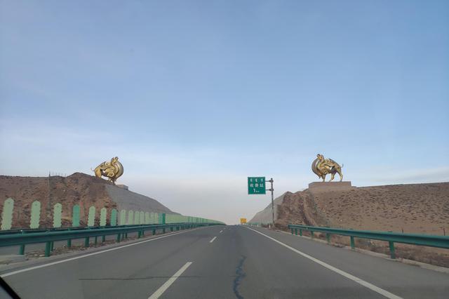 安徽省高速公路占用应急车道违法行为将严格处理