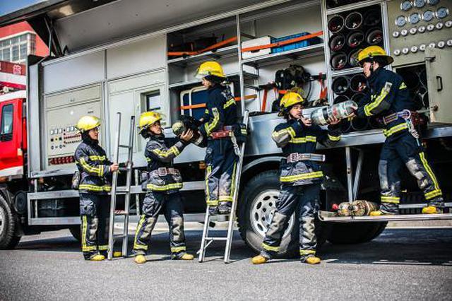 外出训练偶遇火情 消防员秒达现场成功处置
