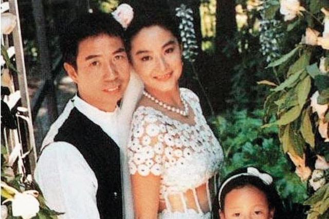 林青霞首次正面回应离婚传闻:我的家庭幸福美满