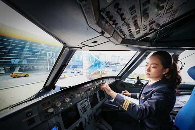 安徽首位女飞行员一年完成1000小时安全飞行