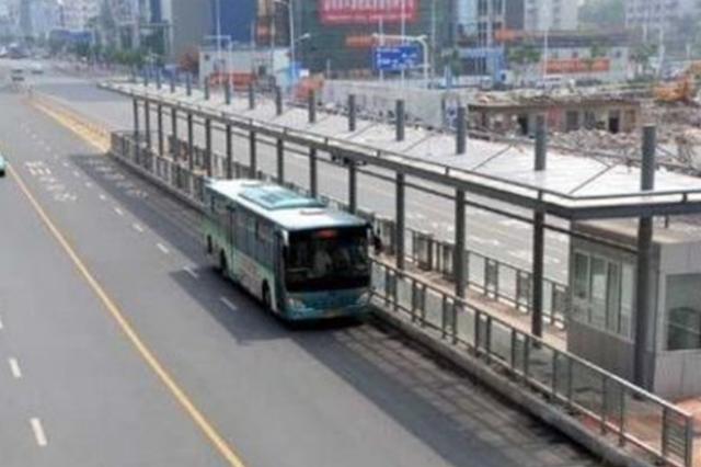 合肥BRT1号线区间车早晚高峰停靠站不一样