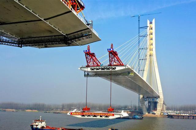 安徽池州长江公路大桥合龙在即