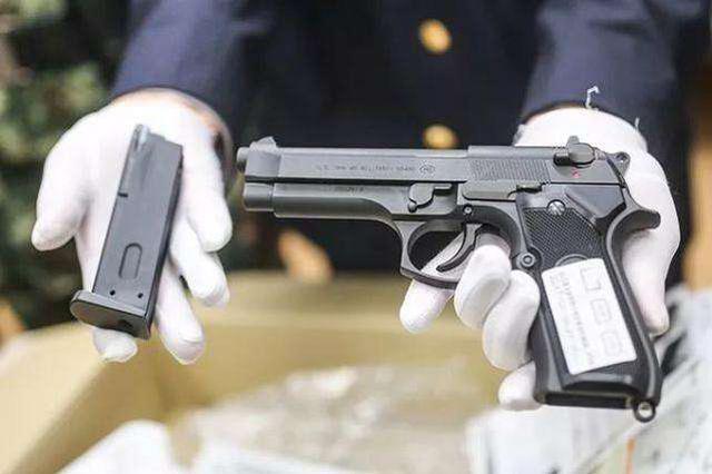 使用仿真枪违法 拘留所内反省