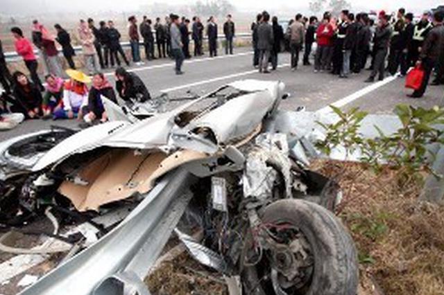 绩溪县境内发生一起较大交通事故 导致四人死亡