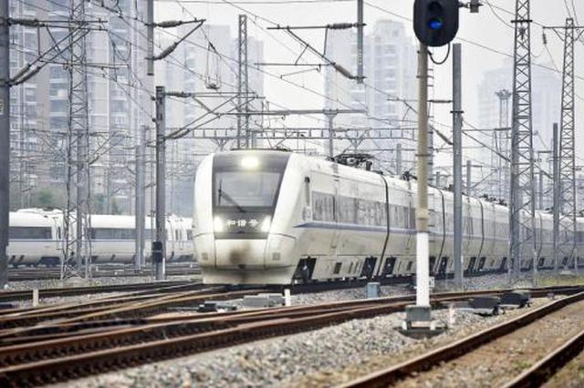 四月十日起 全国铁路实行新列车运行图