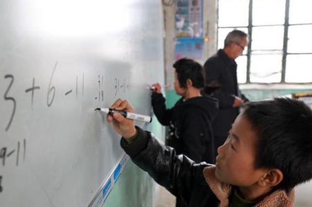 """淮北市乡村""""微小学""""的坚守 :仅有两位老师两个娃"""
