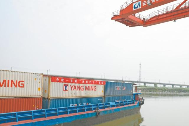 """""""港航巴士""""成功首航 可提前3天到上海港"""