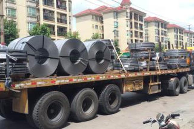 舒城:超限车组团冲卡 7辆大车被一举查获