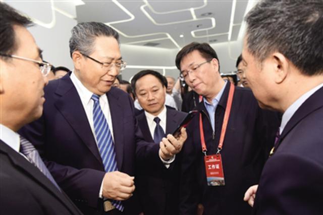 安徽省委书记李锦斌拨通5G电话