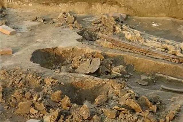 工程取土挖到古墓葬 一个青釉壶换来刑期两年