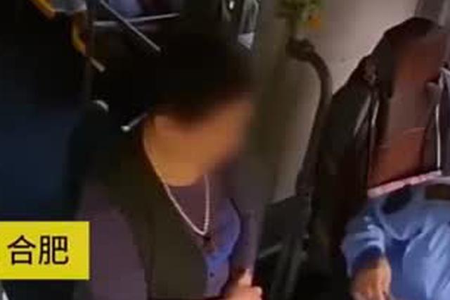 大妈冒用老年卡乘公交 被识破后竟挥拳打司机