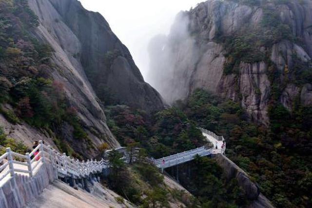 视频曝光黄山西海大峡谷挤满游客存安全隐患 官方辟谣