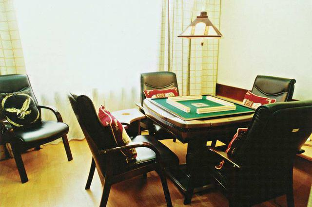 棋牌室里聚众赌博 8人被拘留9人被罚款