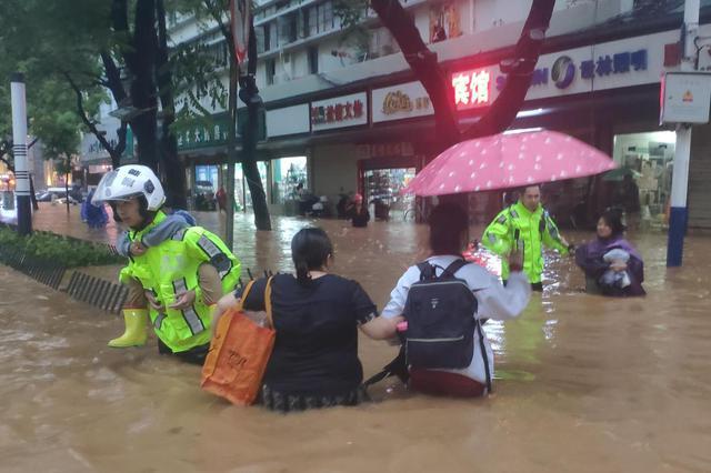安庆大观区黄土坑 铁骑中队营救50余人