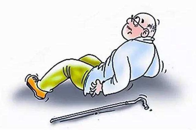 老人摔伤特警及时救助