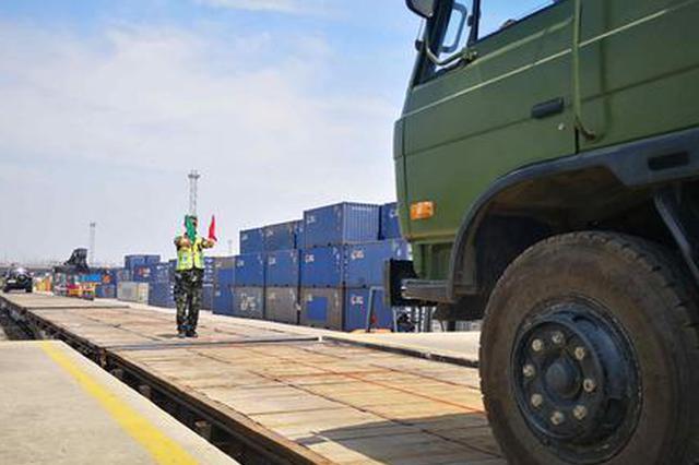 武警某部交通第一支队展开大型装备铁路输送能力演练