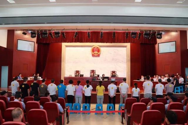 合肥16人黑社会犯罪组织受审