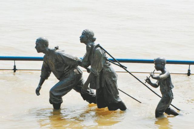 """""""网红""""雕塑再次""""趟水"""""""