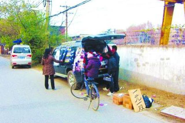 池州市公路部门集中整治国省干线骑路摆摊占道经营