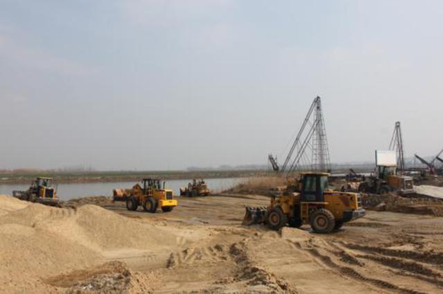 非法采砂破坏淮河生态 四名被告在淮南受审