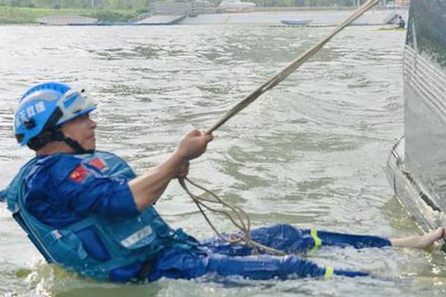 """蚌埠蓝天救援队 守护安全的""""一抹蓝"""""""