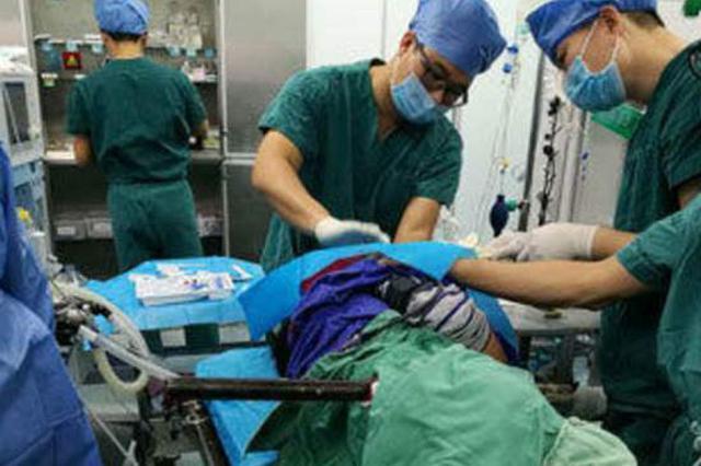 安徽一工人被30公分钢管贯穿腹部 手术顺利取出